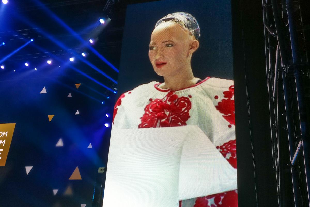 София вышла на сцену столичного Дворца Спорта в вышиванке