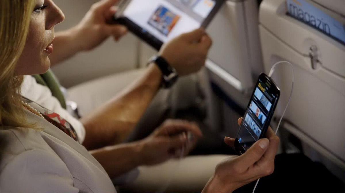 В самолетах можно пользоваться смартфонами, но есть правила