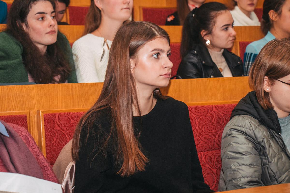 Одна из студенток, присутствующих на лекции спросила, какова роль женщины в роботизированном будущем