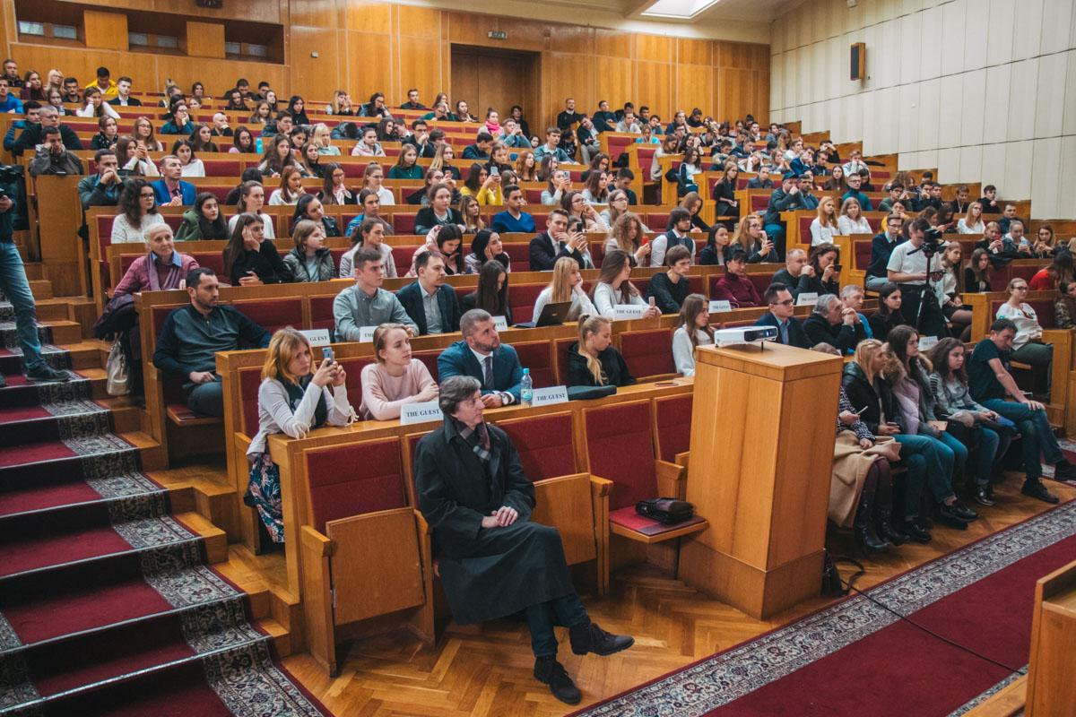 Лекцию мог посетить каждый, нужно было лишь предварительно зарегистрироваться