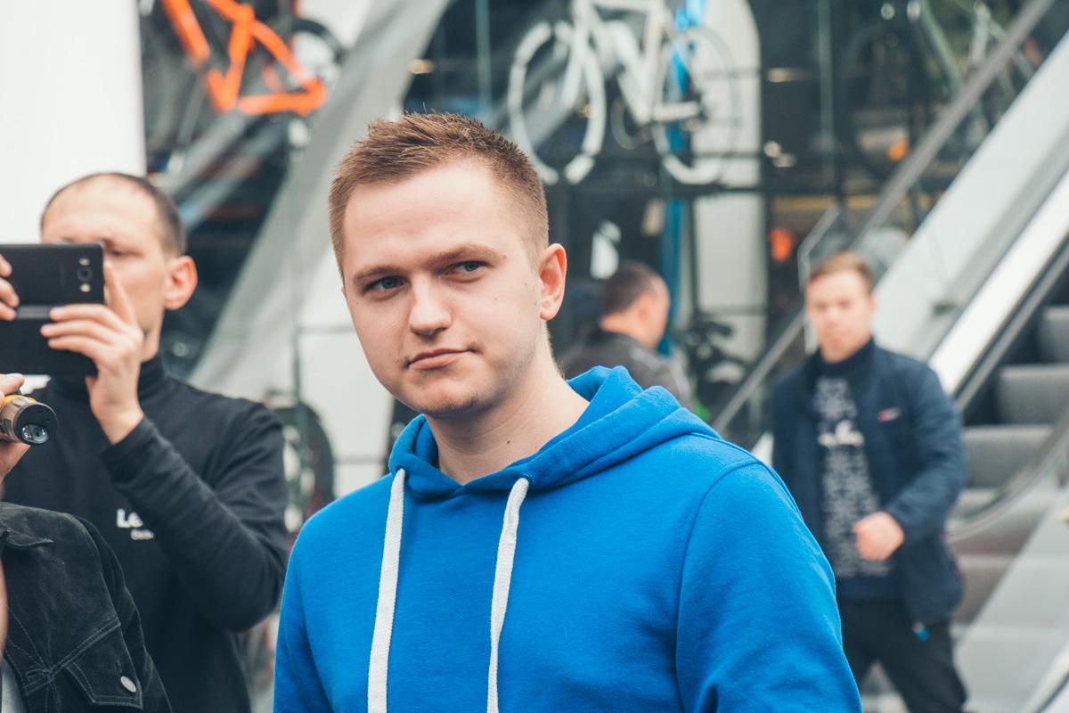 """2-кратный вице-чемпион Украины по FIFA Алексей """"ForlanFS"""" Мерсер"""