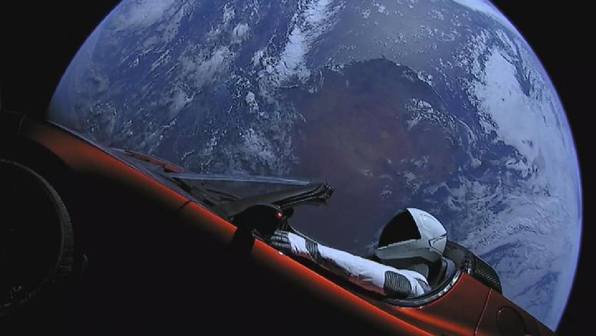 Tesla Roadster и Starman