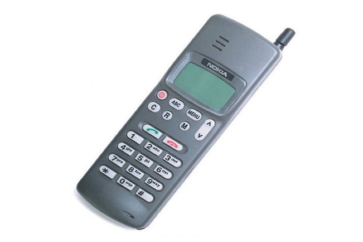 Первый телефон, который отправлял сообщения - Nokia 1011