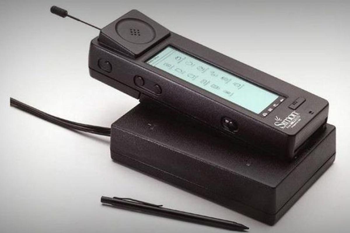 Первый в истории смартфон
