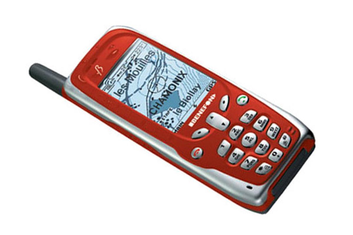 Первый в истории бронированный телефон с навигатором