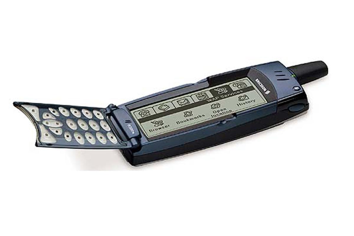 Ericsson R380 запустила слово «смартфон» в обиход