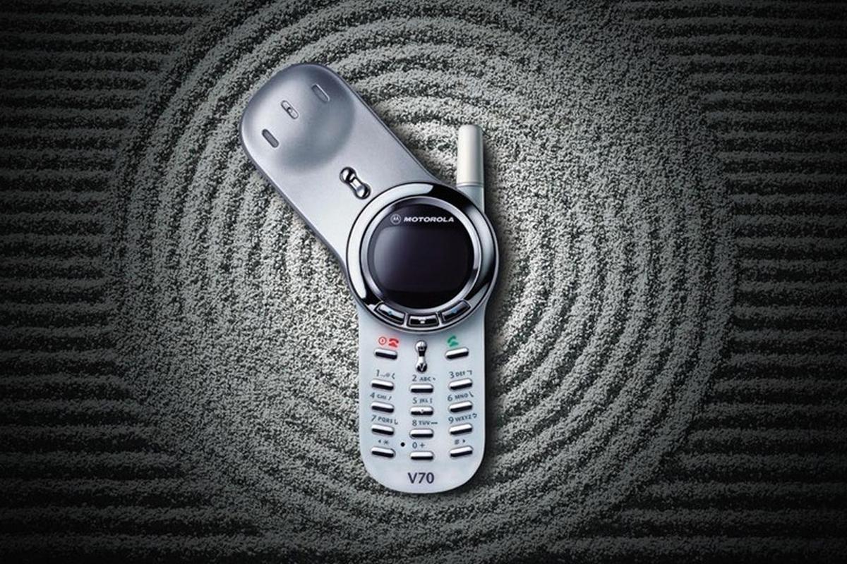 Motorola V70 - представитель телефонов-ротаторов