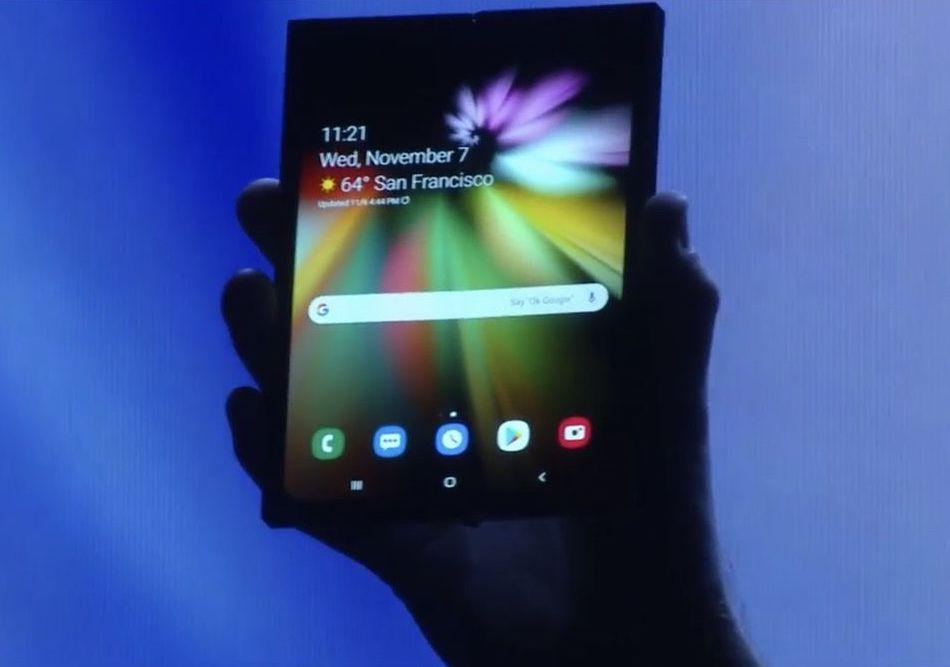 Samsung показала свой складной смартфон