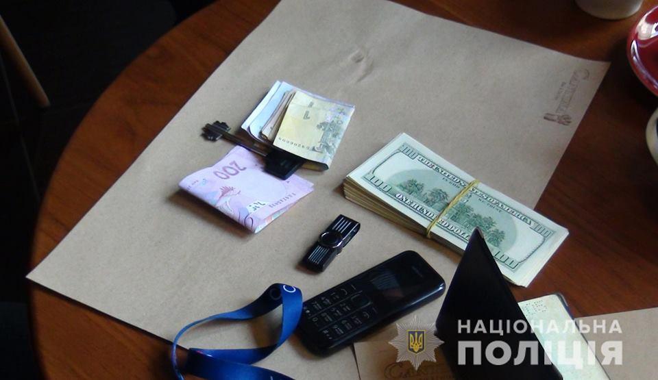 Мужчина зарабатывал, продавая личные данные украинцев