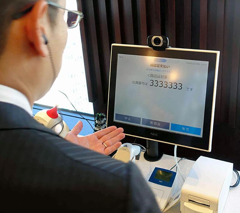 Касса самообслуживания с технологией распознавания лиц