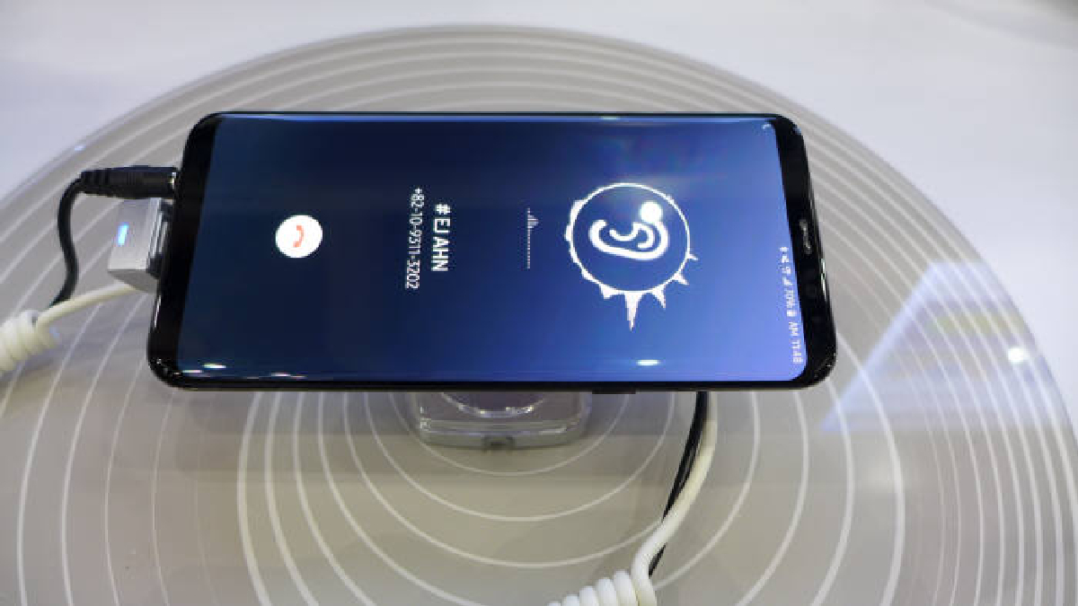 Технология получила название Sound on Display