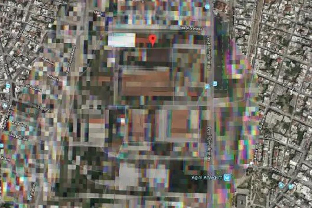 Военная афинская база сильно размыта на Google Maps
