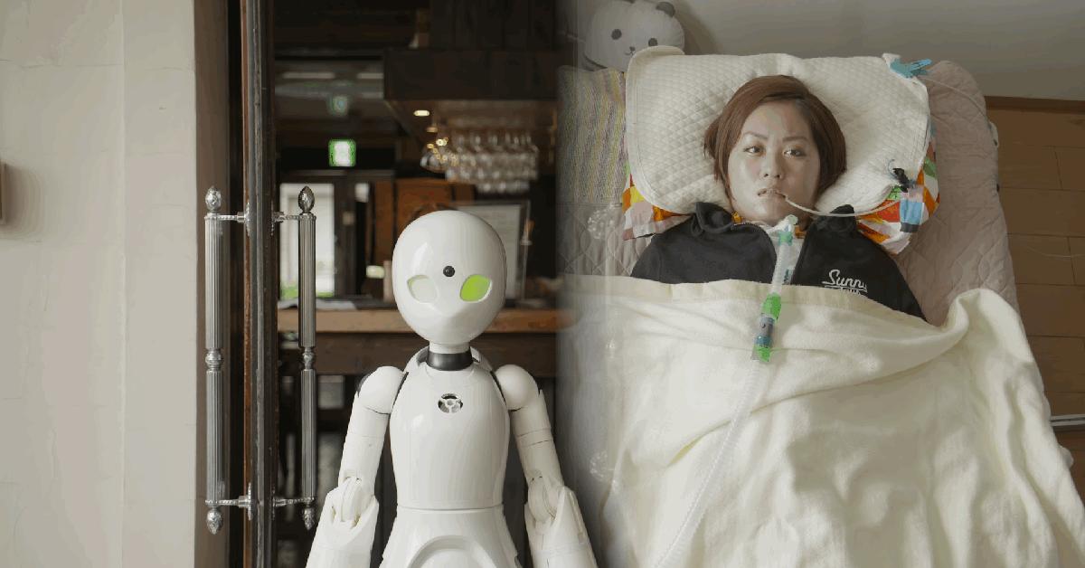 В японском кафе парализованные люди управляют роботами-официантами