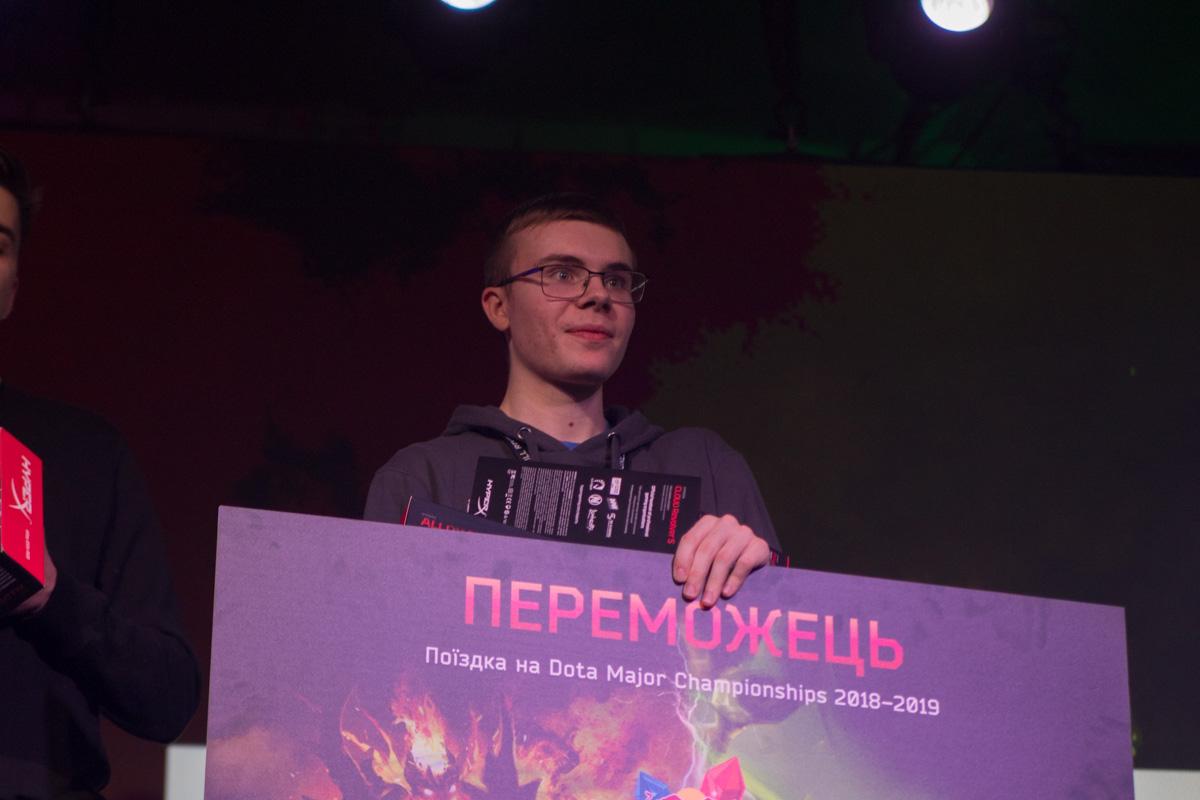 В Киеве все 16 участников боролись за право поехать на следующий Dota 2 Major