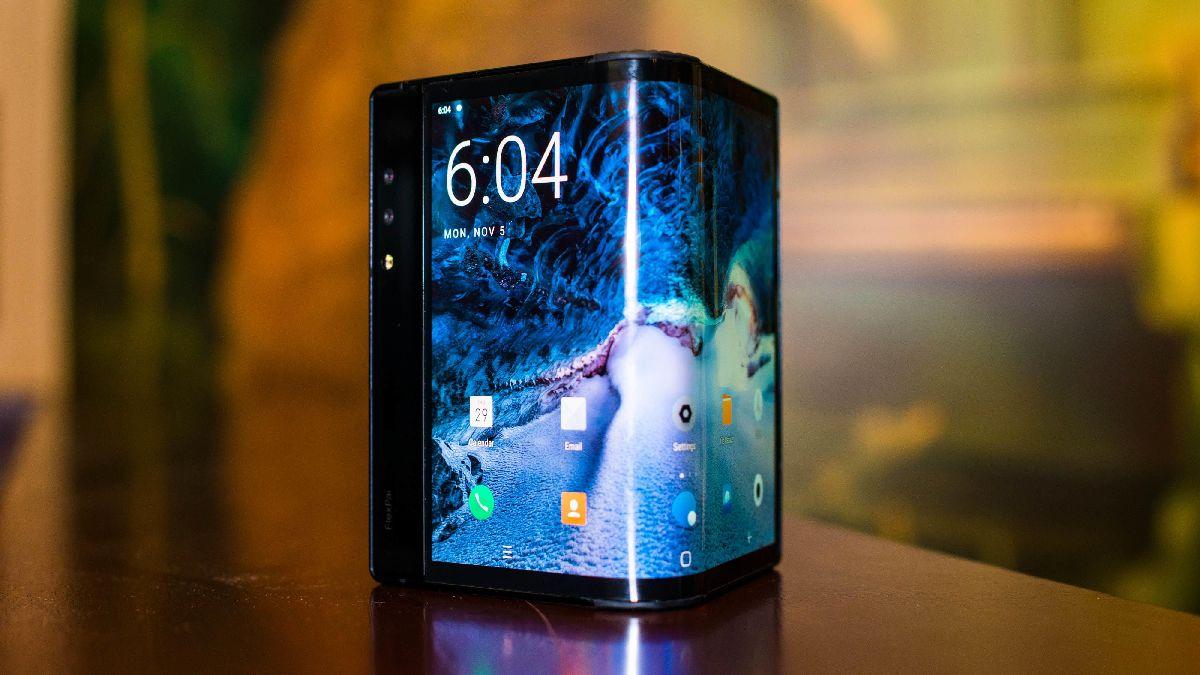 Заказанные смартфоны производитель обещает поставить до конца текущего года