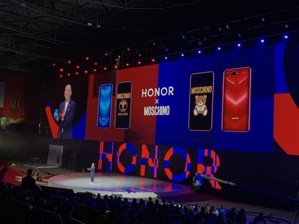 Коллаборация Honor и Moschino