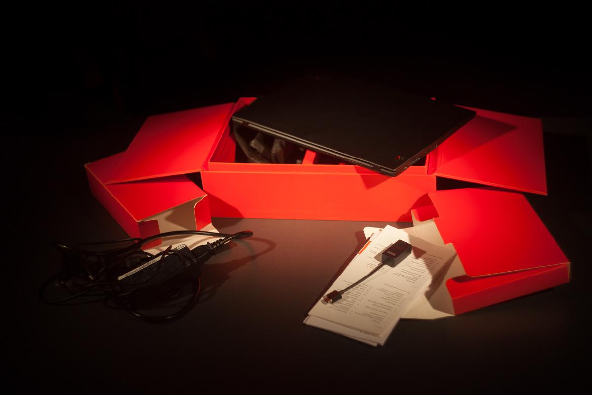 Комплектация ноутбука: сам ноут, зарядное устройство, комплектный адаптер RJ45
