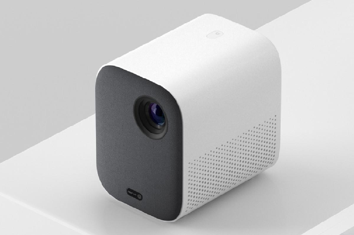 Устройство способно спроектировать на стену или специальный экран картинку с диагональю от 40 до 200 дюймов