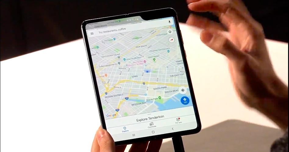 Вид Samsung Galaxy Fold в разложенном варианте