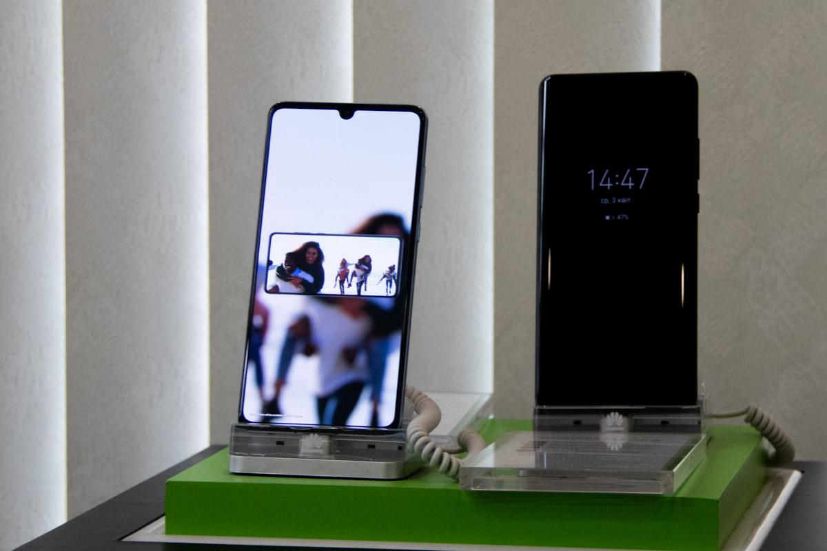 Дизайн флагманов от Huawei не особо выделяется на фоне конкурентов - все та же безрамочность и максимальная маскировка камер
