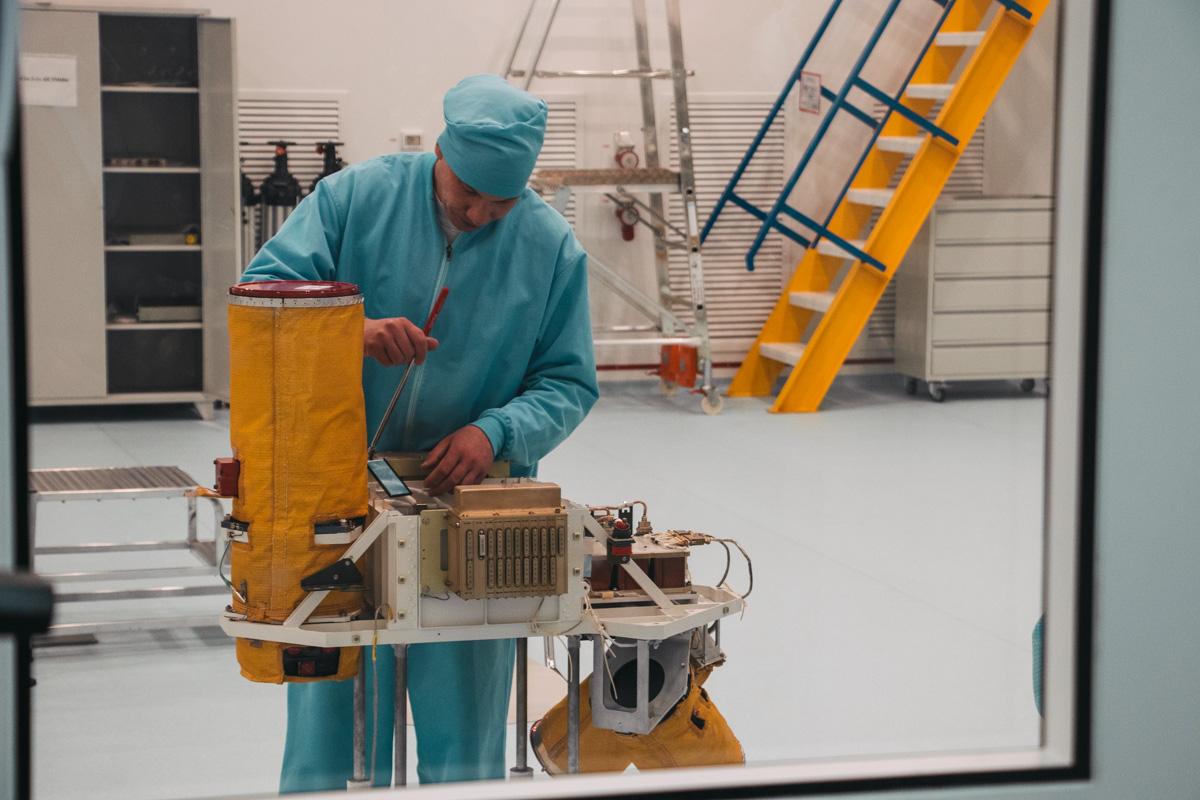 Оптическое оборудование спутника СИЧ-2-1 имеет разрешение 8 метров на пиксель с высоты 668 километров
