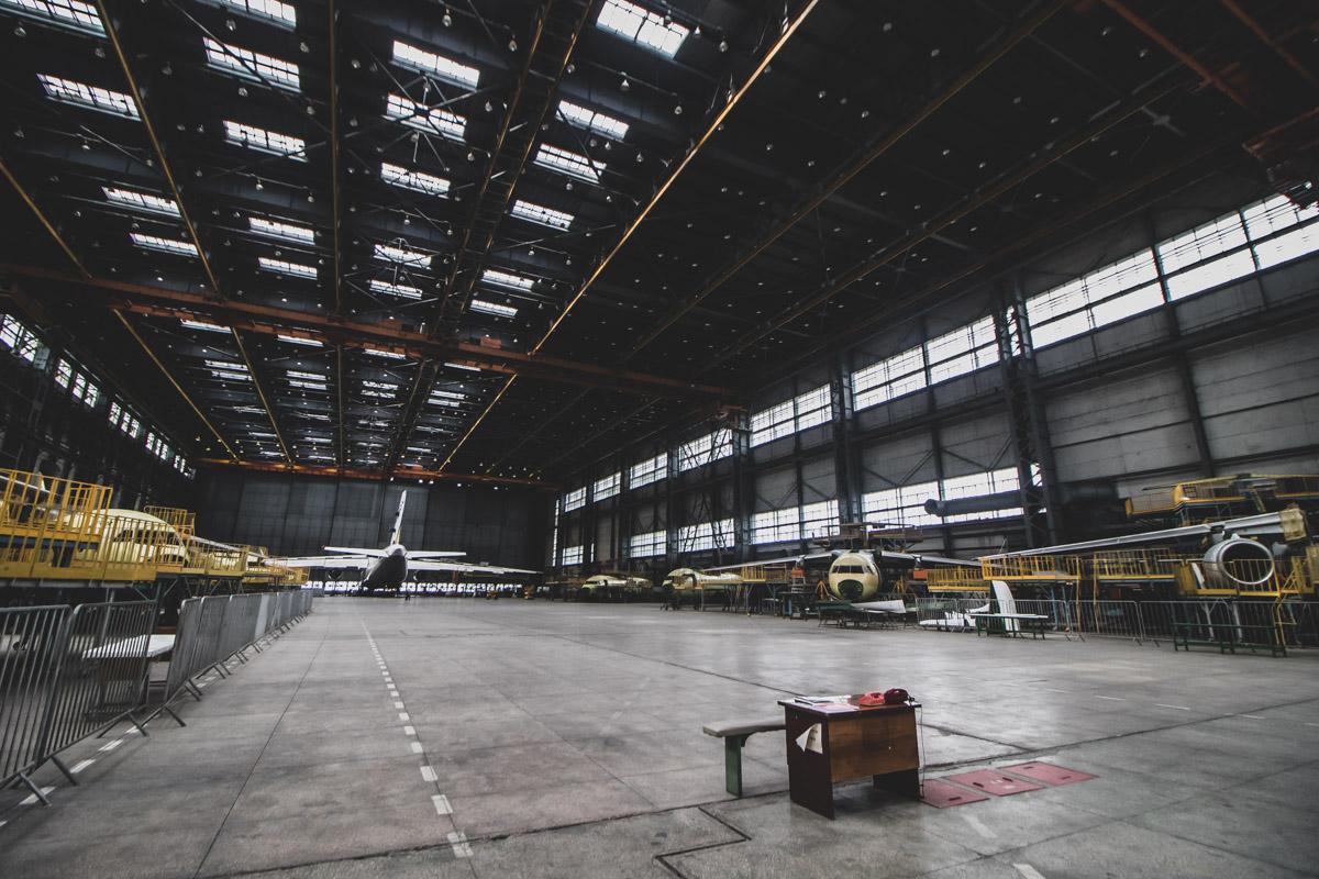 В 1988 корпорация выпустила самый большой самолет на планете по сей день Ан-225 «Мрия»
