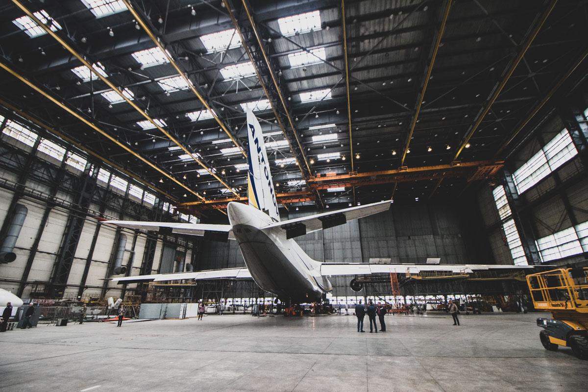 После того, как летательному аппарату исполняется 30 лет, его запчасти отправляют в цех для прохождения испытаний