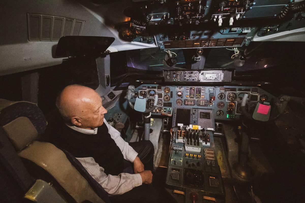 Тренажер повторяет кабину настоящего самолета