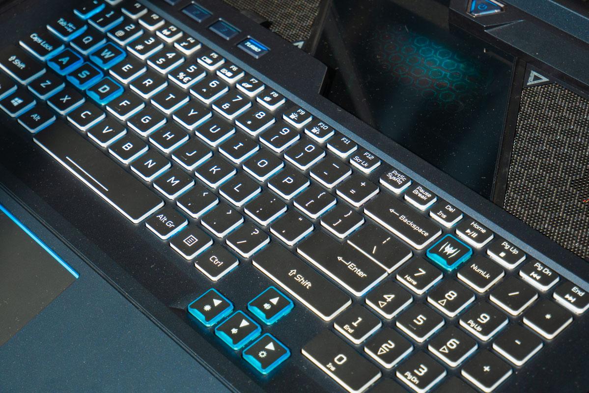 Predator Helios 700 также имеет игровые клавиши WASD