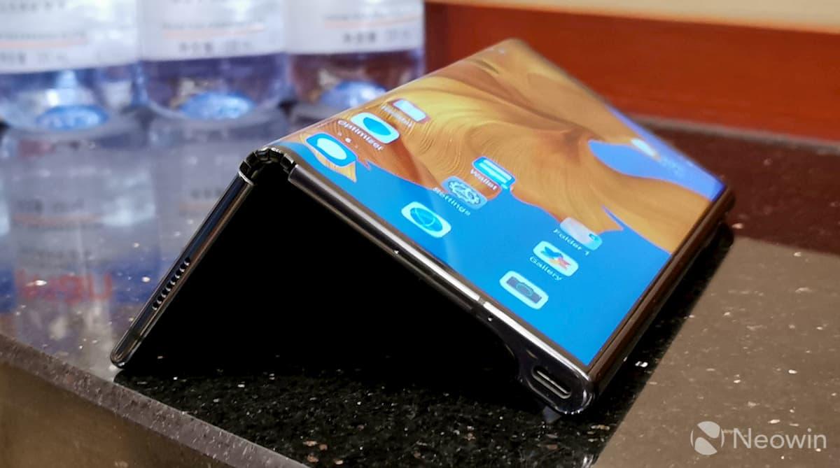 Смартфон будет весить больше из-за нового механизма складывания