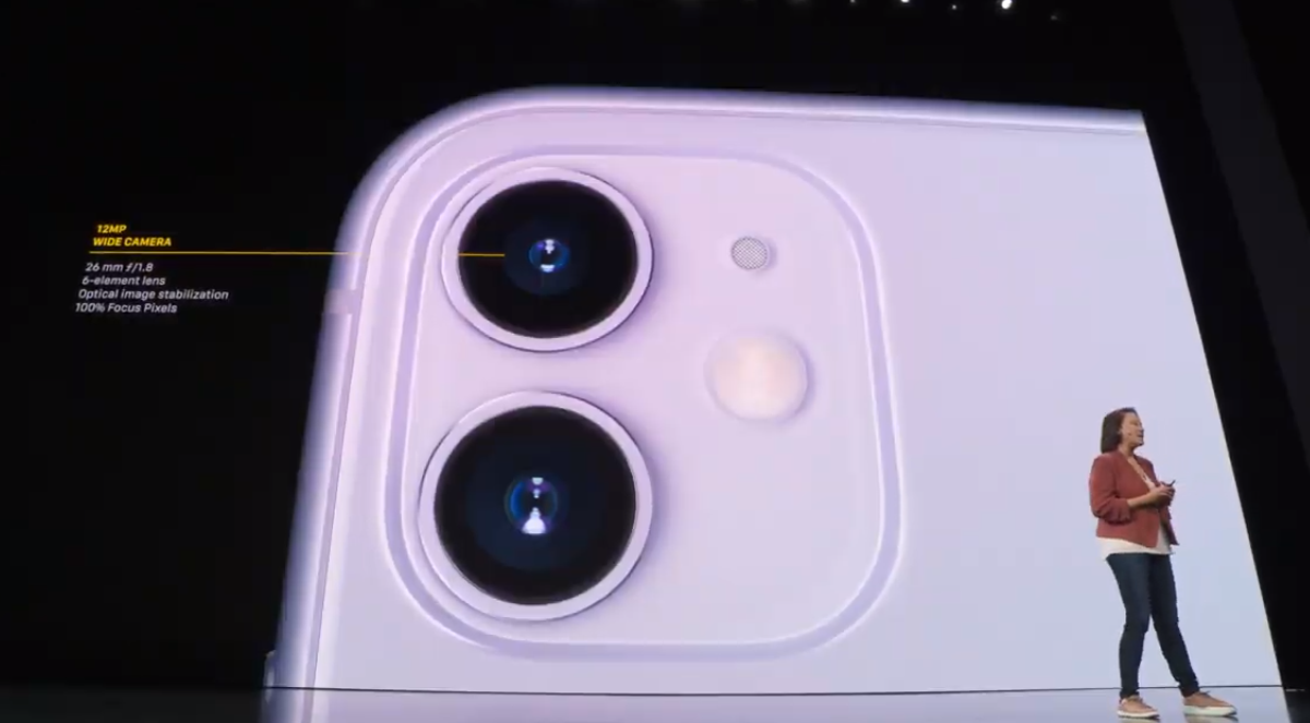 Младшая версия обзавелась дополнительным модулем для основной камеры