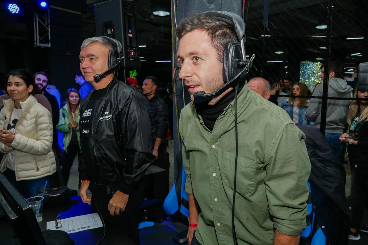 Сопровождал шоу-матч комментатор Олег Перетяка, который переквалифицировался на комментатора