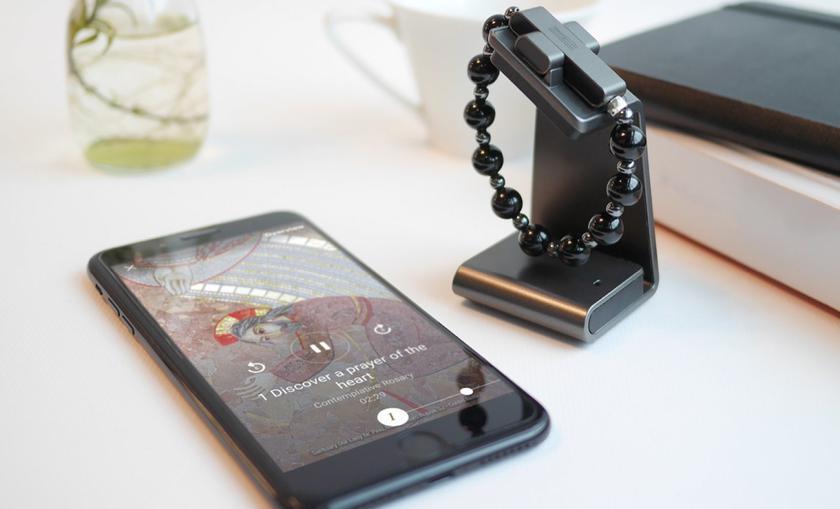 Устройство синхронизируется с приложением Click to Pray eRosary