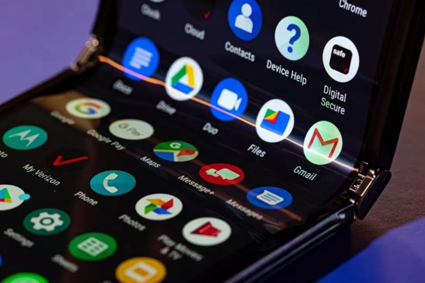 Motorola заявляет, что она «полностью уверена в долговечности дисплея Flex View»