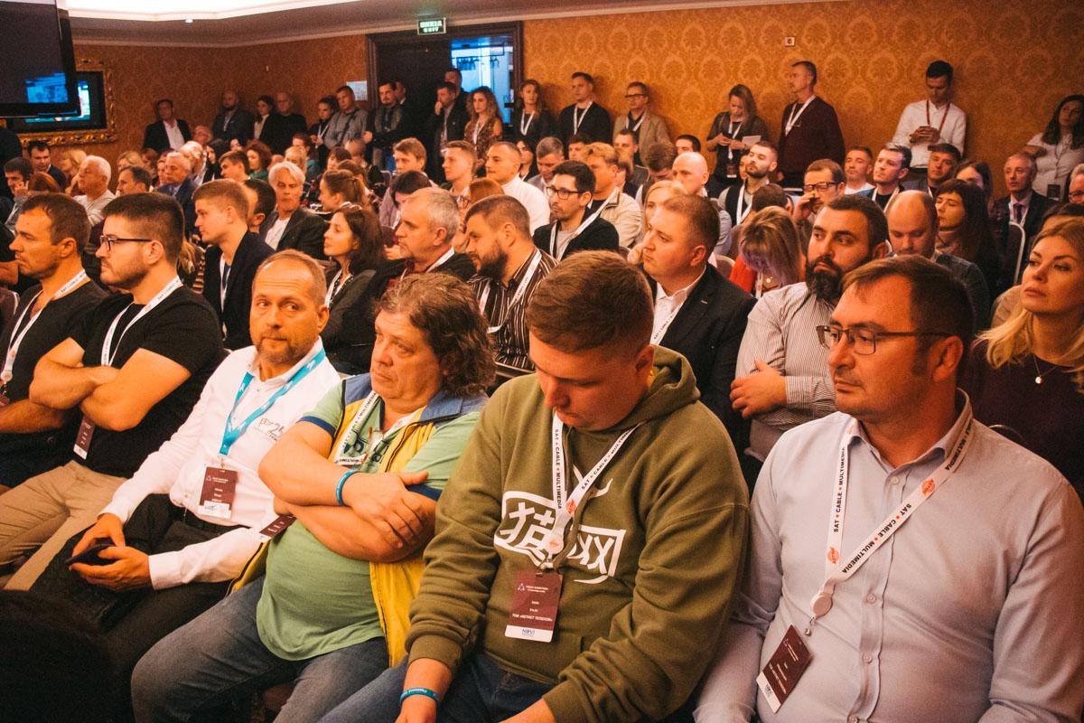 Бажаючих послухати світових спікерів було багато - сидячих місць не було взагалі