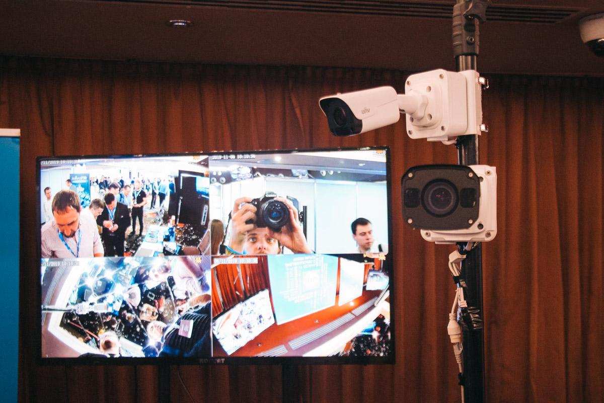 Наш фотограф та оператор Макс любить і презентації знімати, і себе показати :)