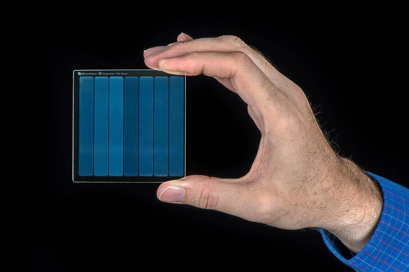 Такое стекло содержит 75,6 ГБ данных плюс коды ошибок