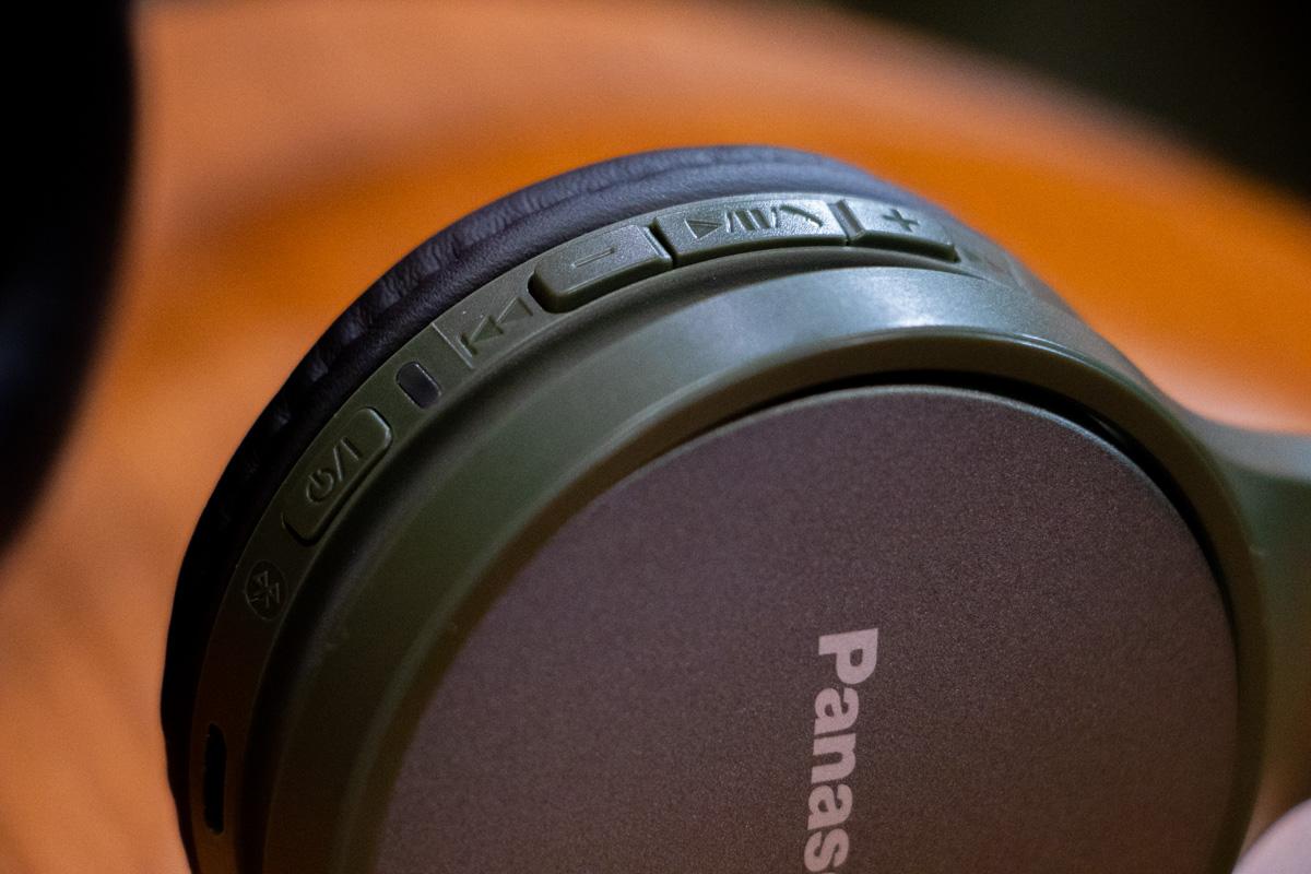 Кнопок та функцій в навушниках більш ніж достатньо
