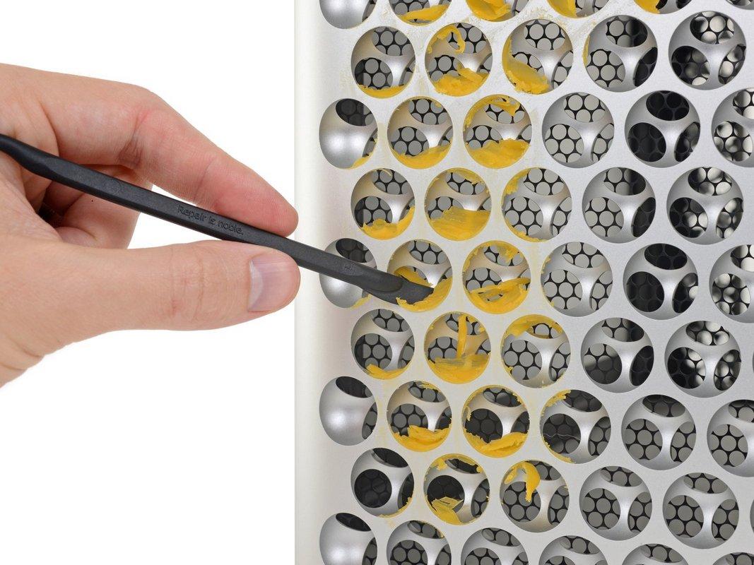 Нож нужен был лишь для того, чтобы вычистить остатки сыра с корпуса Mac Pro