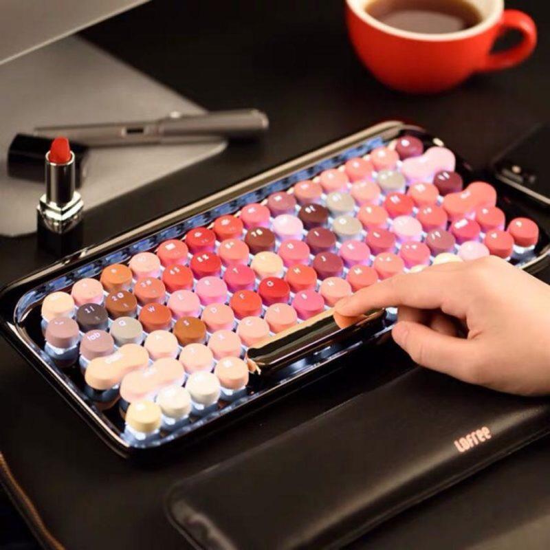 Одним из самых уникальных аспектов этой механической клавиатуры, несомненно, является ее цветовая гамма