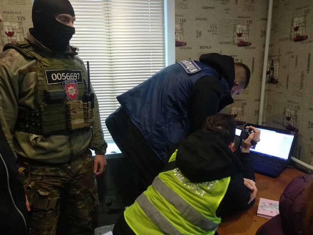 Житель Чернигова с помощью онлайн-кинотеатров нанес ущерб на 4 миллиона гривен