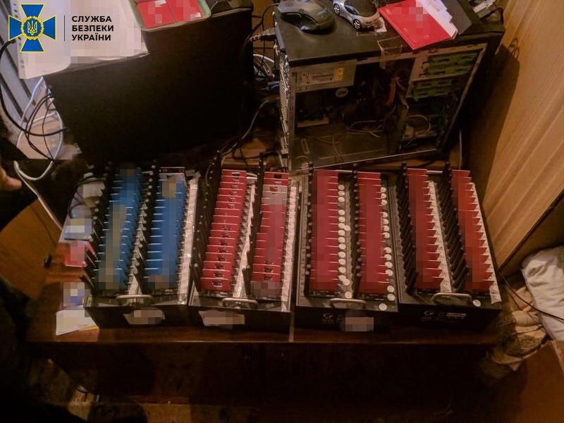 Часть оборудования использовалось для перенаправления трафика оперторов «Феникс» и «Лугаком»