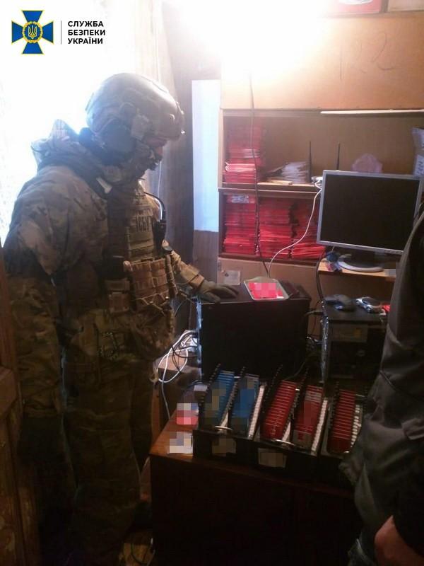 С помощью этих аккаунтов также распространяли огнестрельное оружие, взрывчатку и наркотики
