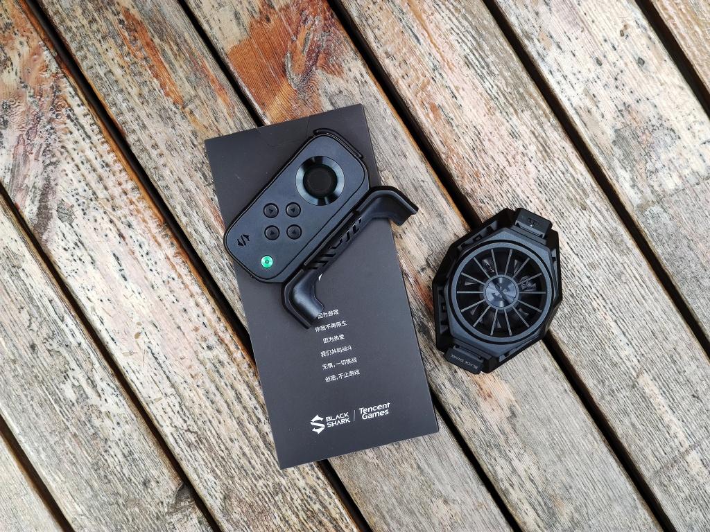 Дополнительный кулер и кнопочный геймпад