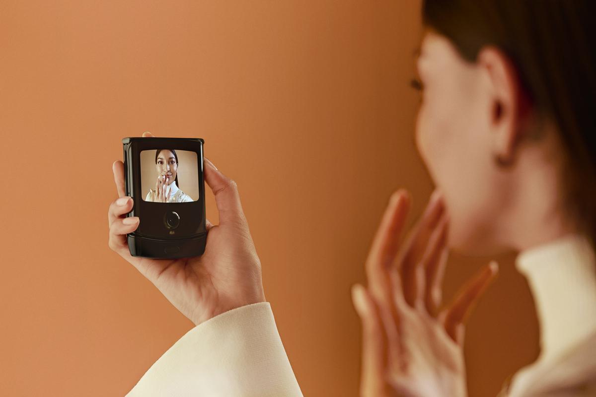 С внешним 2.7-дюймовым интерактивным дисплеем Quick View вам не нужно будет отвлекаться