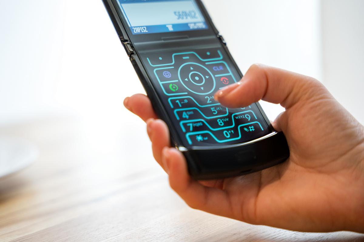 Новый Motorola RAZR — это принципиально иной подход кскладным телефонам