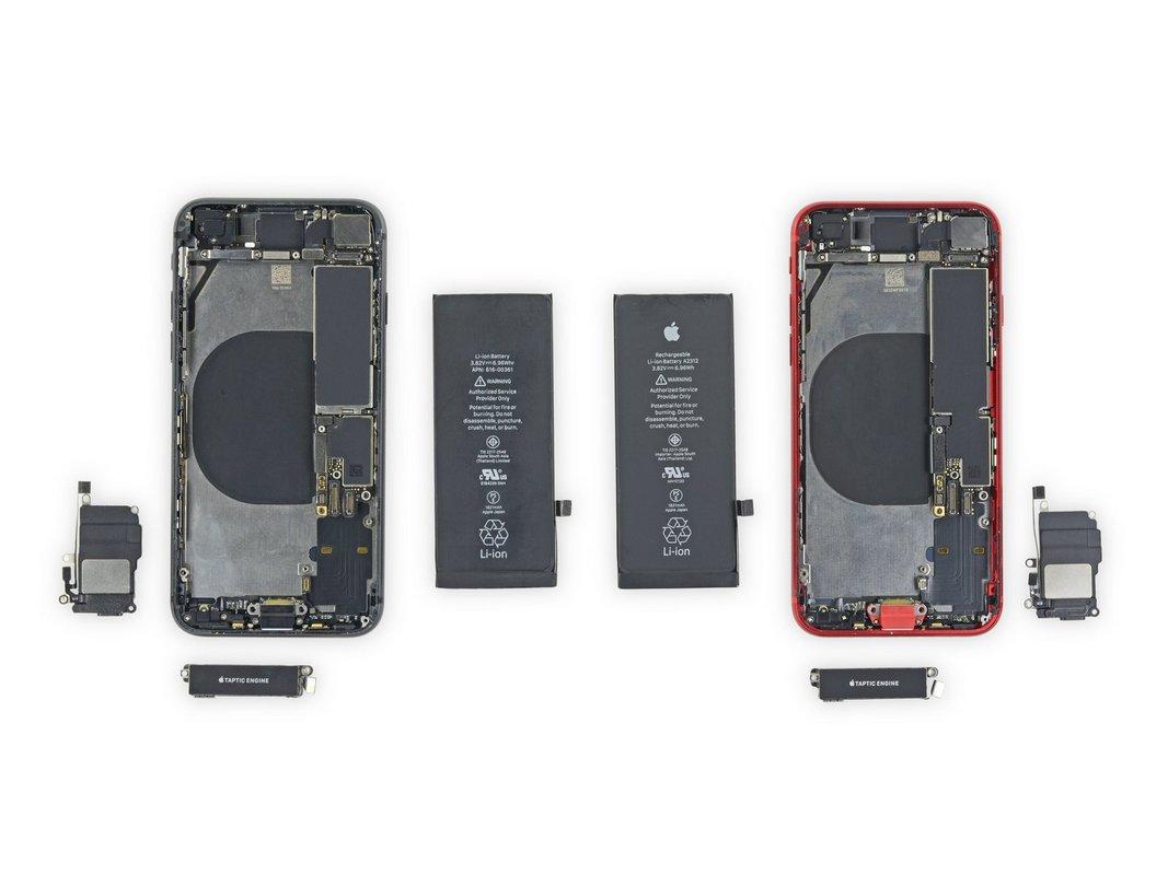 ВiPhone SEиспользуется другой разъем для подключения аккумулятора