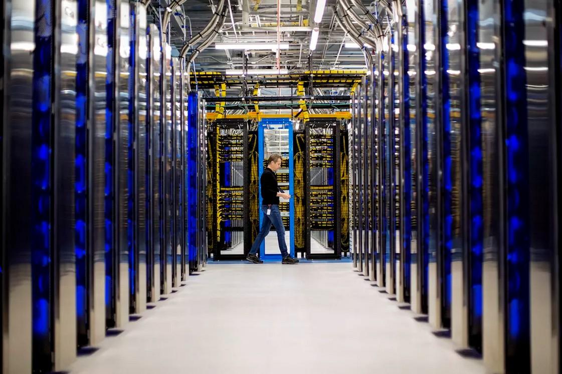 Серверы в центре обработки данных Microsoft