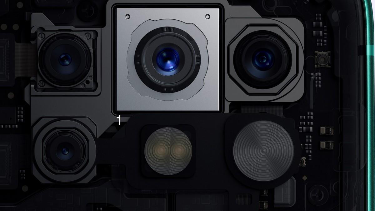 Основная камера оформлена ввиде прямоугольного блока исостоит изчетырех модулей