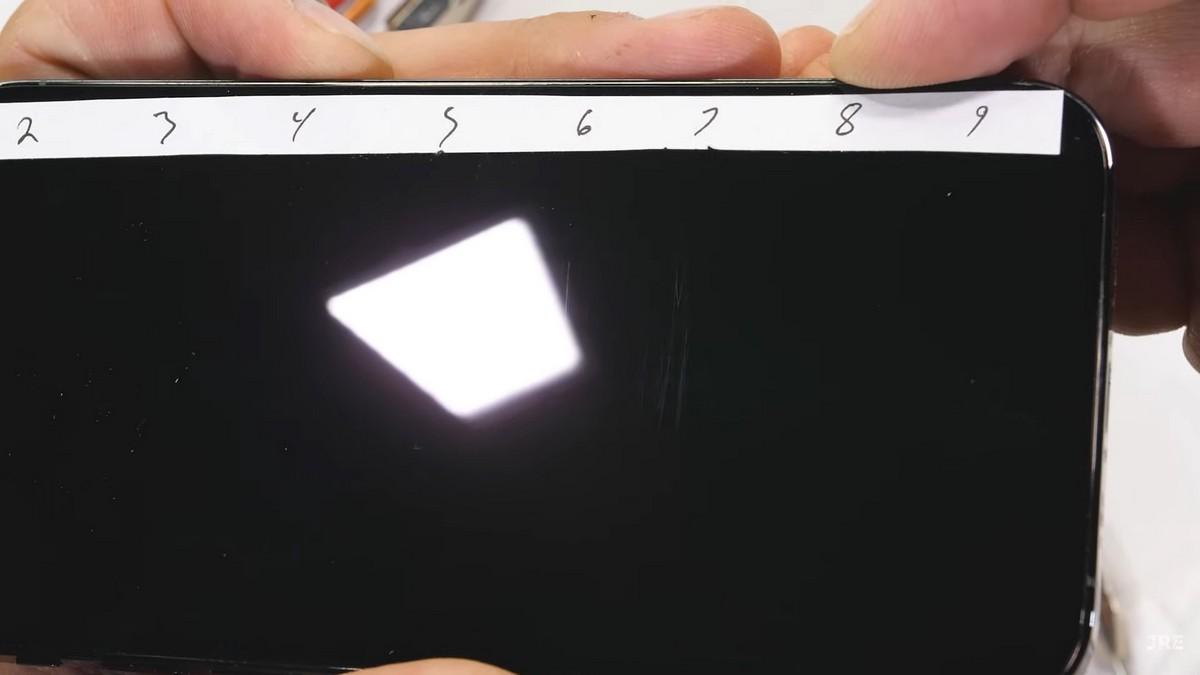 ЭкранiPhone 12 Pro царапается практически также, как и у большинства современных смартфонов -с мелкими следами на уровне 6 и более глубокими начиная с 7